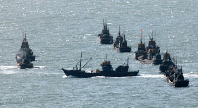 South Korean Coast Guard opens fire at fleet of fortified Chinese fishing boats in their waters