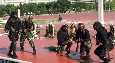 Watch: Indonesian soldiers put on show for Mattis, drinking snake blood and smashing flaming bricks