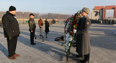US delegation attends Soviet veteran wreath laying event