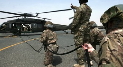 Watch: Air Assault Trainees Rappel from UH-60 Black Hawk Helicopter