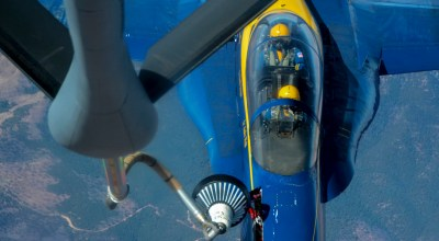Picture of the Day: Blue Angels Getting Fuel From Air Force KC-135R Stratotanker