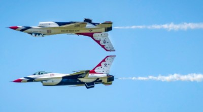 Picture of the Day: US Air Force Thunderbirds Showing Off Their Form