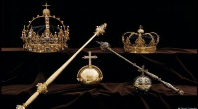 Featured image: Swedish royal funeral regalia, including gold burial crowns (dated from the 17th century) belonging to King Karl IX (top-L) and his wife Queen Christina (top-R) | Swedish Police