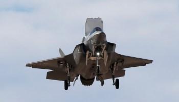 New British aircraft carrier receives first F-35B