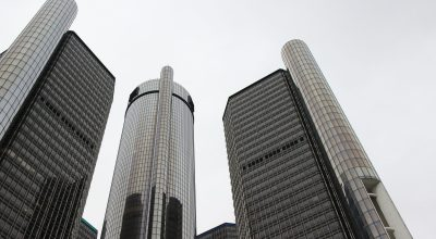 GM headquarters in Detroit/ Jowest on Pixabay