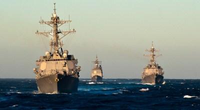 (U.S. Navy photo by Mass Communication Specialist 2nd Class Benjamin Crossley/Released)