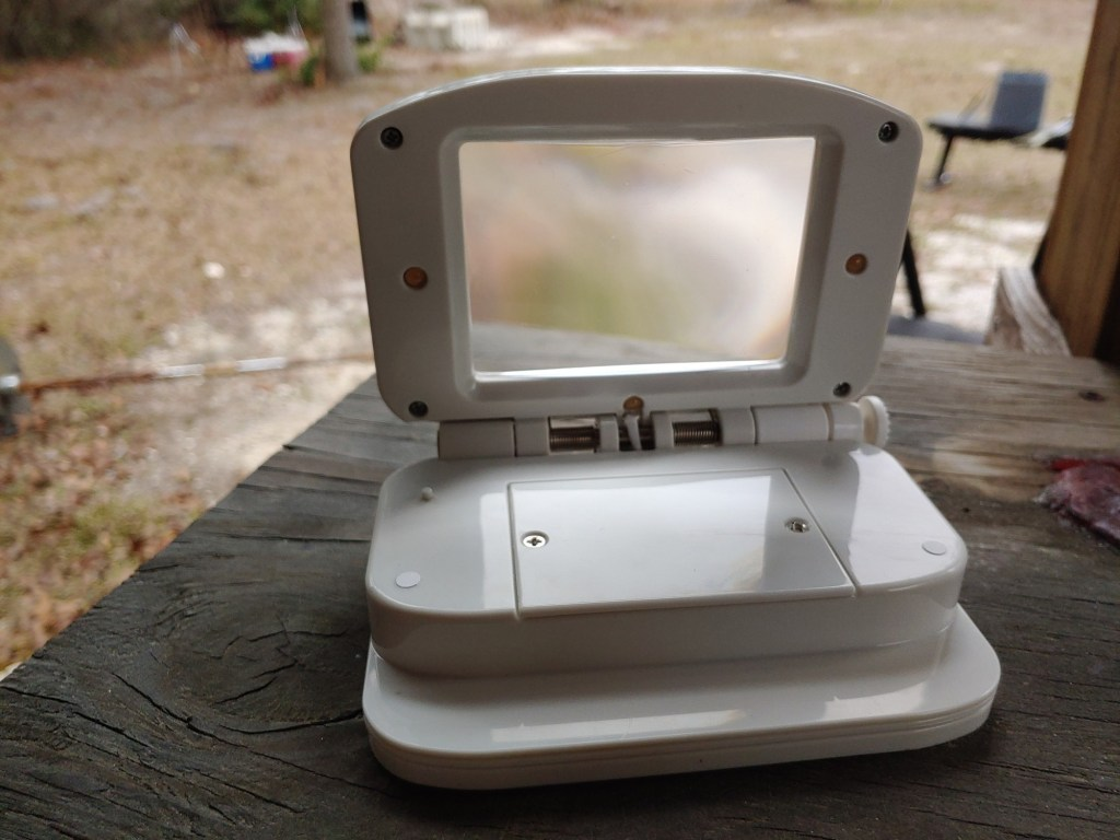 The Easy Eyes Magnifier