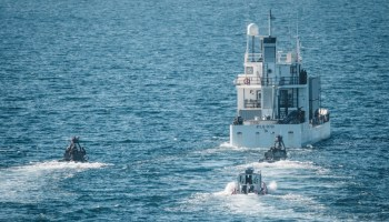 The Pic of the Day: Maritime Raid Force closes with ship in the Pacific