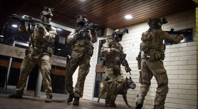 In the dim street lights of South Auckland, Commandos from 1 NZSAS are ready. A shooter is on the move at Rainbow's End & the Commandos' role is to neutralise the terrorist threat as part of a fictitious scenario during Exercise Saracen. (Ministry of Defence).