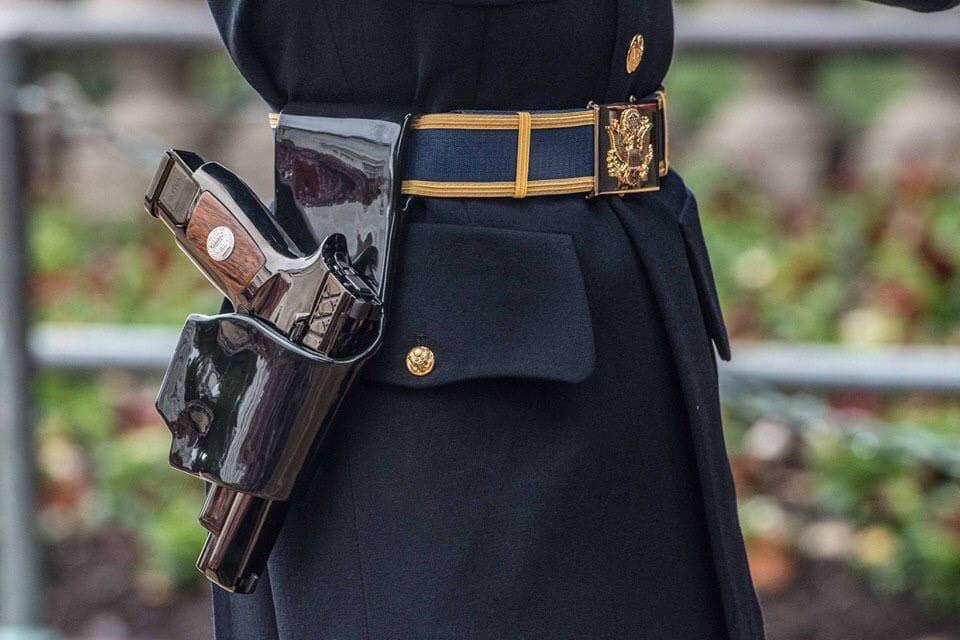 Photo of the day: Sig Sauer M17 pistols presented to the Sentinels of the Tomb of the Unknown Soldier