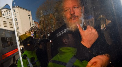 Wikileaks founder Julian Assange enroute to Westminster Magistrates' Court after being arrested London Thursday, April 11, 2019 by Metropolitan Police in London. (Photo: Alberto Pezzali/NurPhoto via Getty Images)