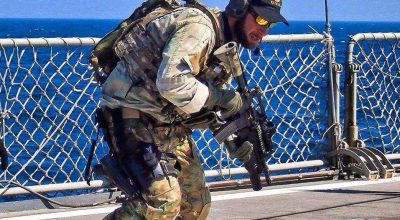 A Greek Navy SEAL conducts marksmanship drills. (Image courtesy of the Hellenic Navy).