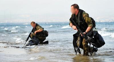 British Special Boat Service operators conduct an over-the-beach assault. (Image courtesy of Imperial War Museum).