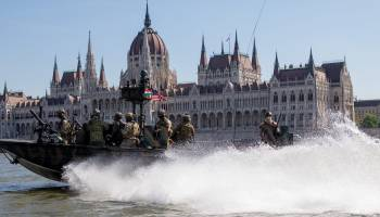 """US Navy SEALs Are Training to Fight on Land and Water in a """"Strategic Location"""" Near Russia"""