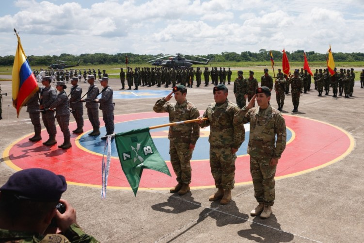 Green Berets receive an award from the Colombian Army.