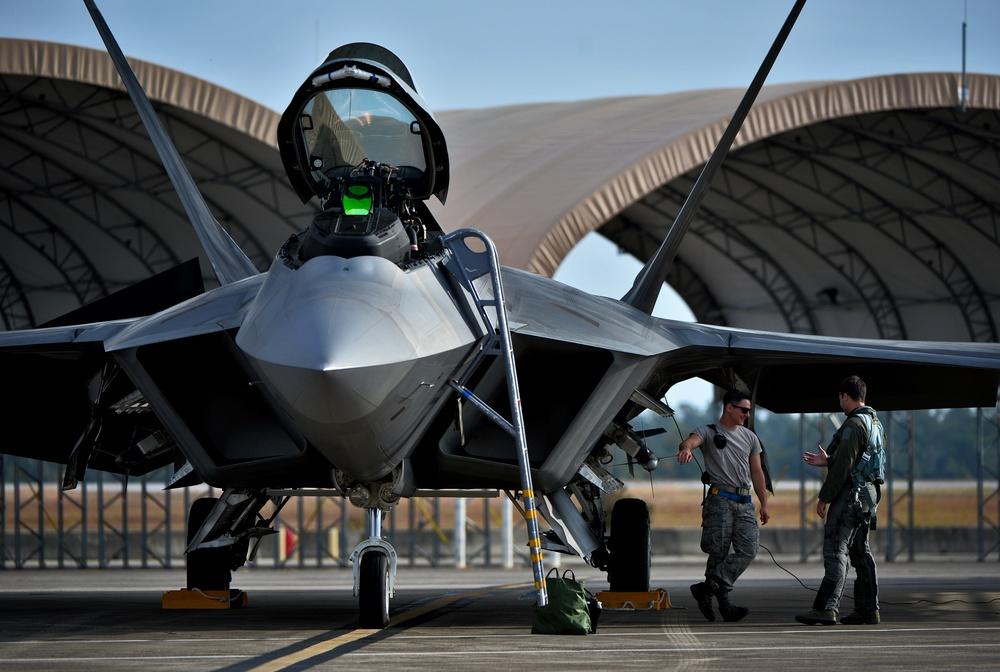F-22 vs F-35