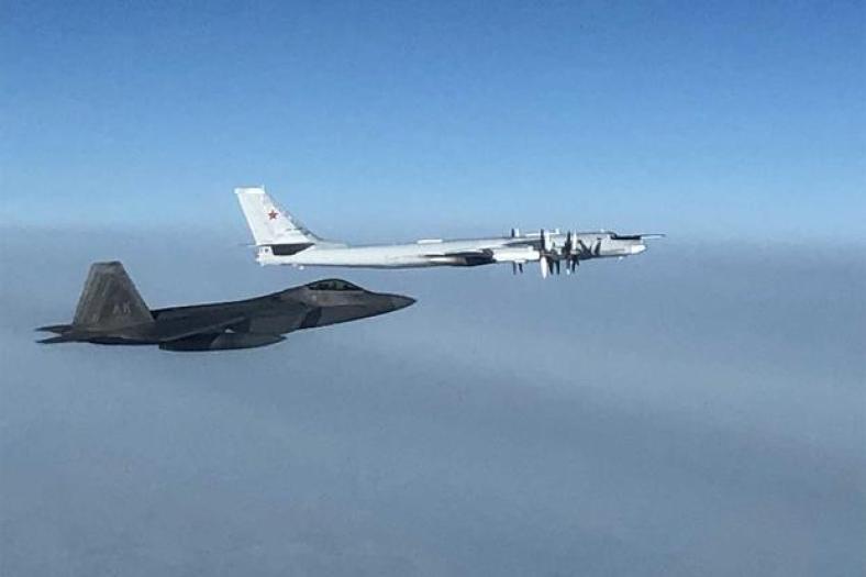 F-22 Raptor intercepts Russian Tu-95