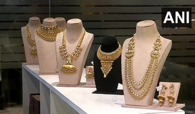Rise in the prices of gold and silver, know today's price?