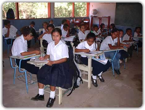 https://i0.wp.com/cms7.blogia.com/blogs/a/an/ant/antoncastro/upload/20060911095550-escuela-del-mundo.jpg