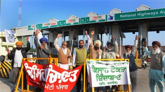 NHAI suffers Rs 150-cr loss due to Punjab farmers' protest at toll plazas