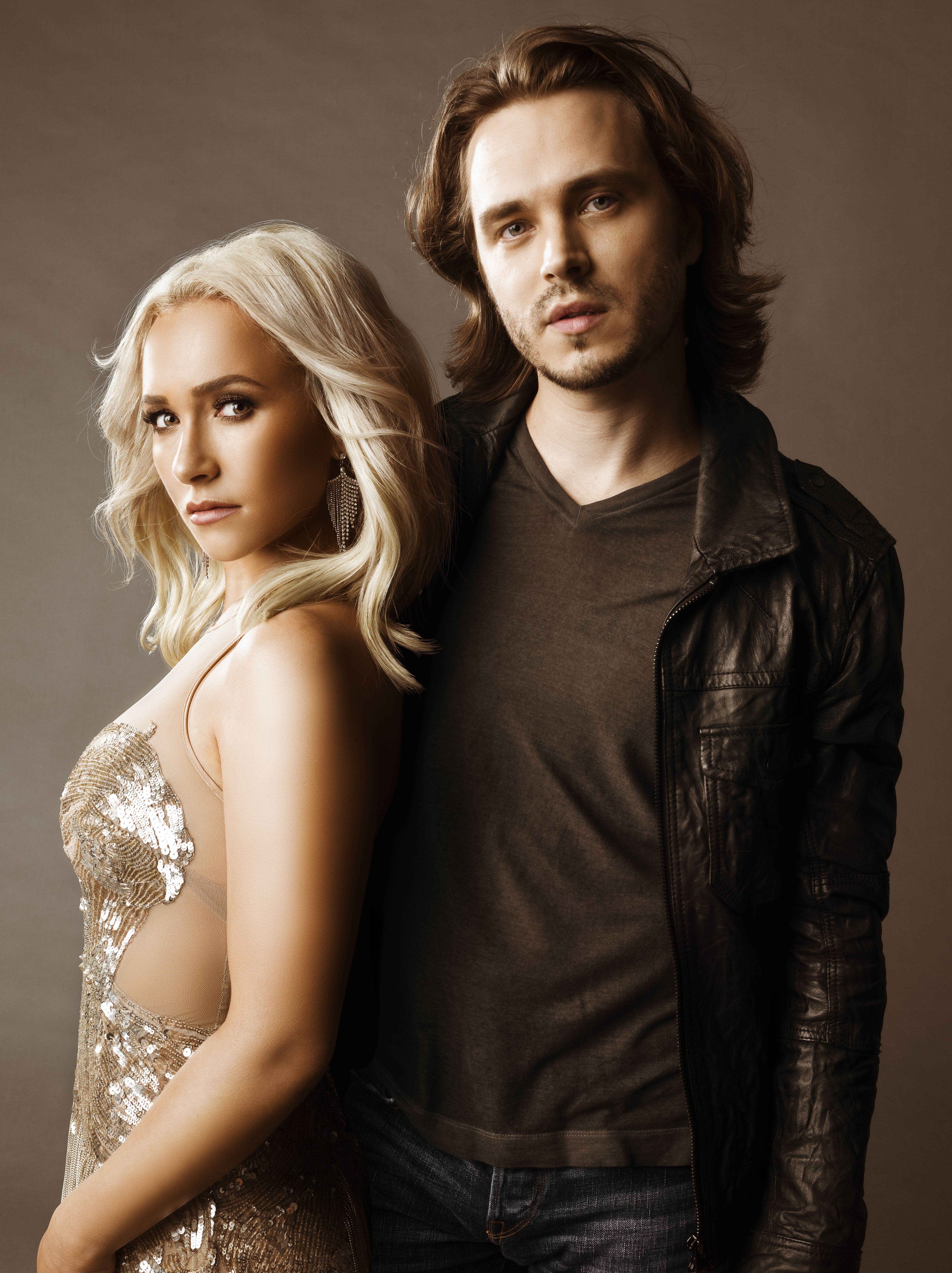 Hayden Panettiere & Jonathan Jackson as Juliette & Avery