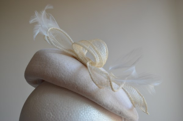Cream beret with sinamay and feathers