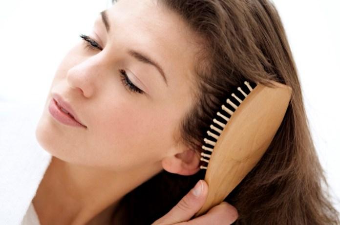 ClioMakeUp-errori-spazzolare-capelli-radice