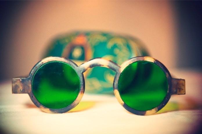 ClioMakeUp-occhiali-da-sole-colorati-rosa-azzurri-rossi-gialli-arancioni-vintage-27