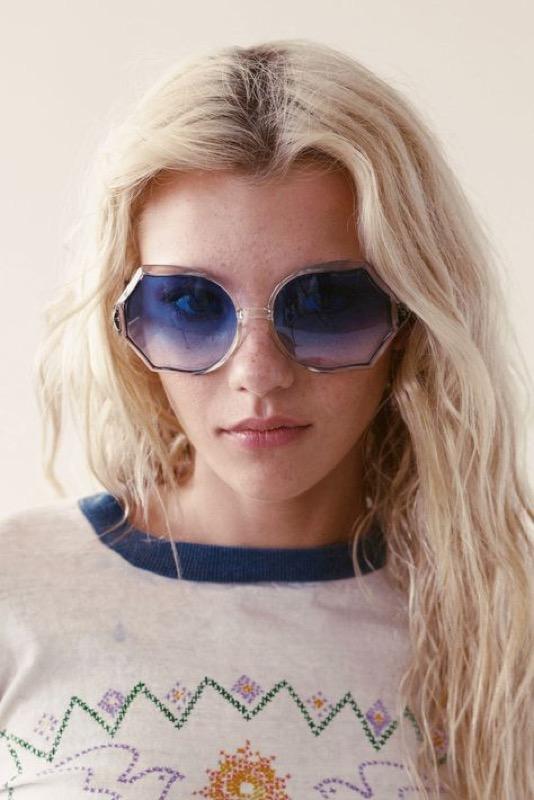 ClioMakeUp-occhiali-da-sole-colorati-rosa-azzurri-rossi-gialli-arancioni-vintage-23