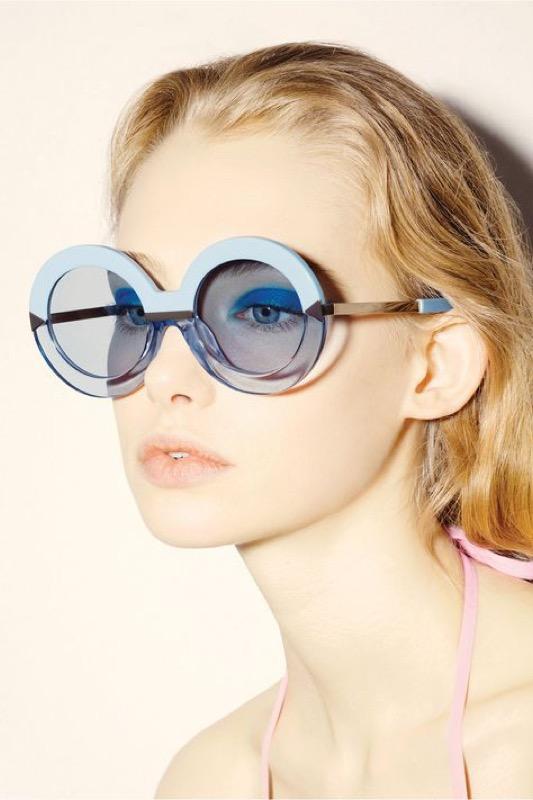 ClioMakeUp-occhiali-da-sole-colorati-rosa-azzurri-rossi-gialli-arancioni-vintage-18