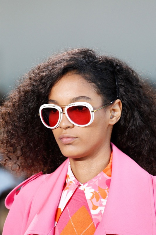 ClioMakeUp-occhiali-da-sole-colorati-rosa-azzurri-rossi-gialli-arancioni-vintage-4