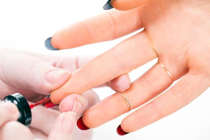 ClioMakeUp-flip-manicure-nail-art-unghie-lunghe-louboutin-smalto-2