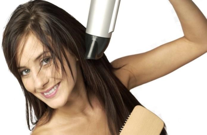 ClioMakeUp-come-usare-phon-tipo-capelli-riccilisci-fini-corti-crespi-asciugare-piega-15