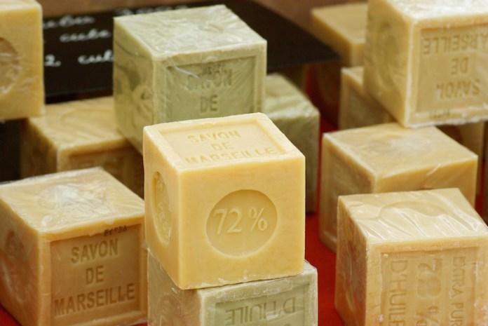 cliomakeup-pulizia-bigiotteria-gioielli-sapone-marsiglia
