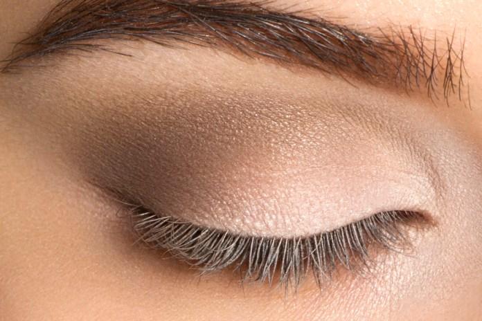cliomakeup-trucco-semplice-occhi-marroni-castani (9)