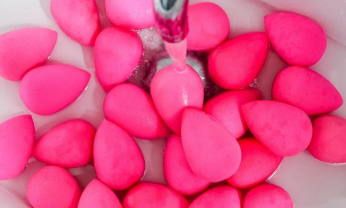 cliomakeup-beauty-blender-microonde-6-pulizia