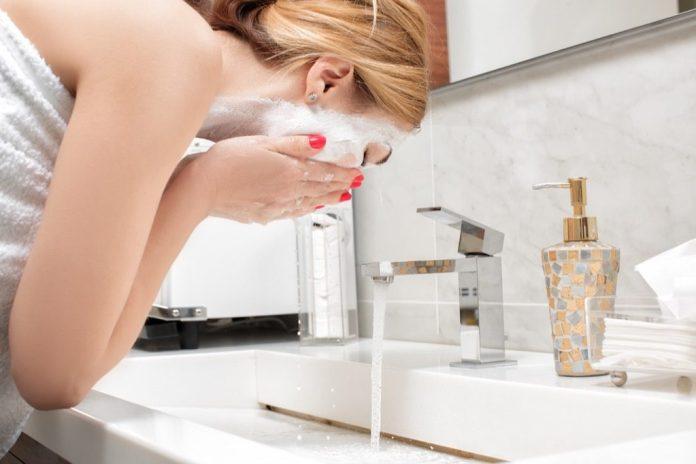 cliomakeup-latte-detergente-6-lavare-viso