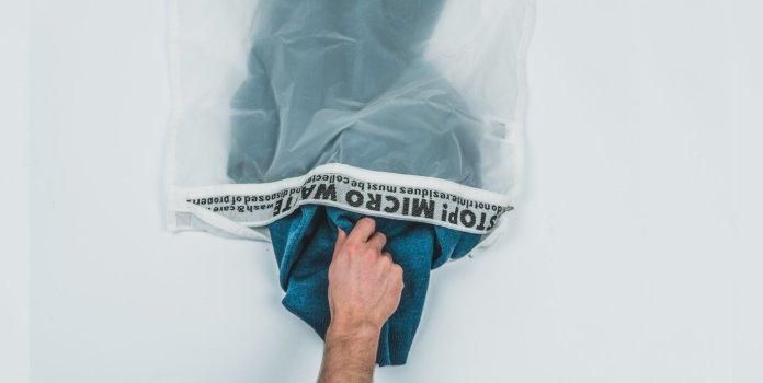 Cliomakeup-come-utilizzare-panno-struccante-18-sacchetto-lavratice