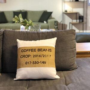 Coussin décoratif marron Cofefe beans 2e Chance, fabriqué en France en Occitanie