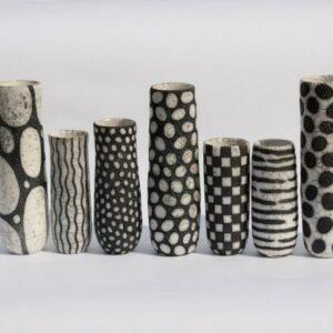 Vases noirs et blancs en raku céramique Camille Campignion, fabriqués en France à Arras