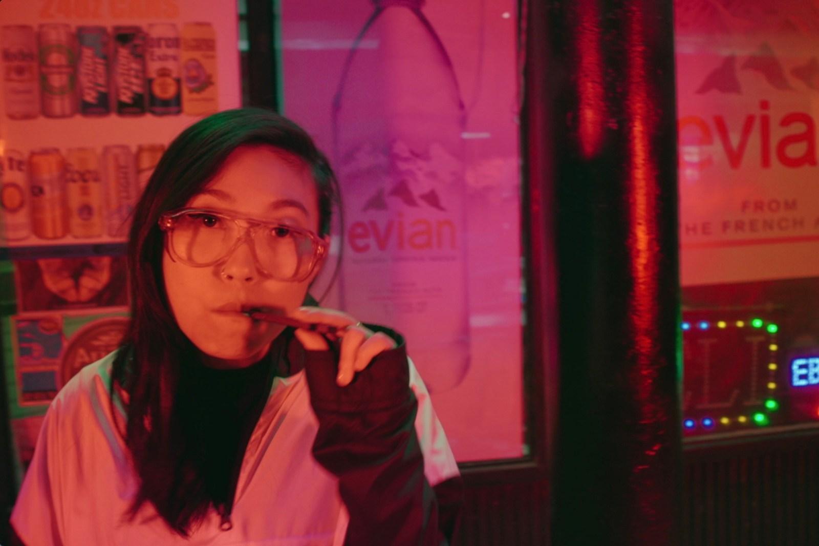 從「Bad Rap」到好萊塢,Awkwafina 如何堅守著亞裔移民的 Hip-Hop 美國夢