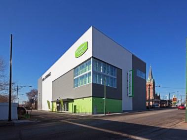 extra-space-storage-facility-devon-ravenswood-chicago-by-jacob-rosenfeld-photography-exterior-corner-2