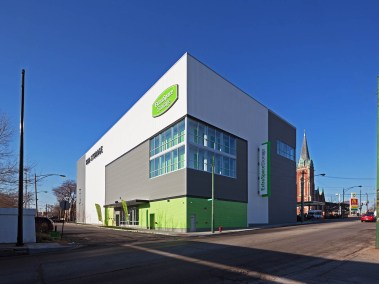 extra-space-storage-facility-devon-ravenswood-chicago-by-jacob-rosenfeld-photography-exterior-corner-2