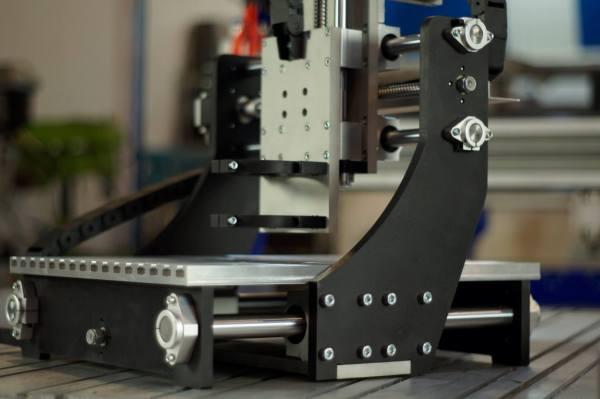 Собранная механическая часть станка 3027CA с анодированным покрытием