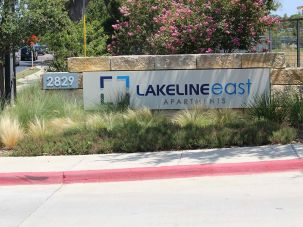 Lakeline east Appartment sign