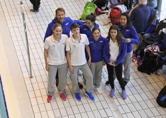 groupe nageurs compétitions