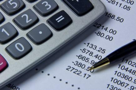 Deficit de trei ori mai mare decat aceeasi perioada a anului 2016, cheltuielile pentru investitii in scadere