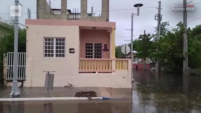 The tropical storm Isaías whips Puerto Rico and the Dominican Republic
