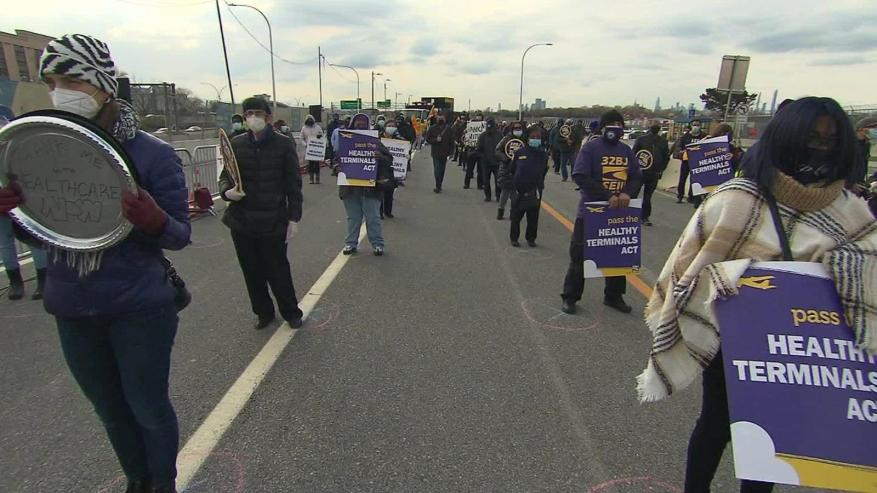 Airport workers demand health insurance