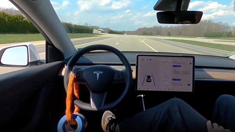¿Se puede engañar al autopiloto de Tesla?